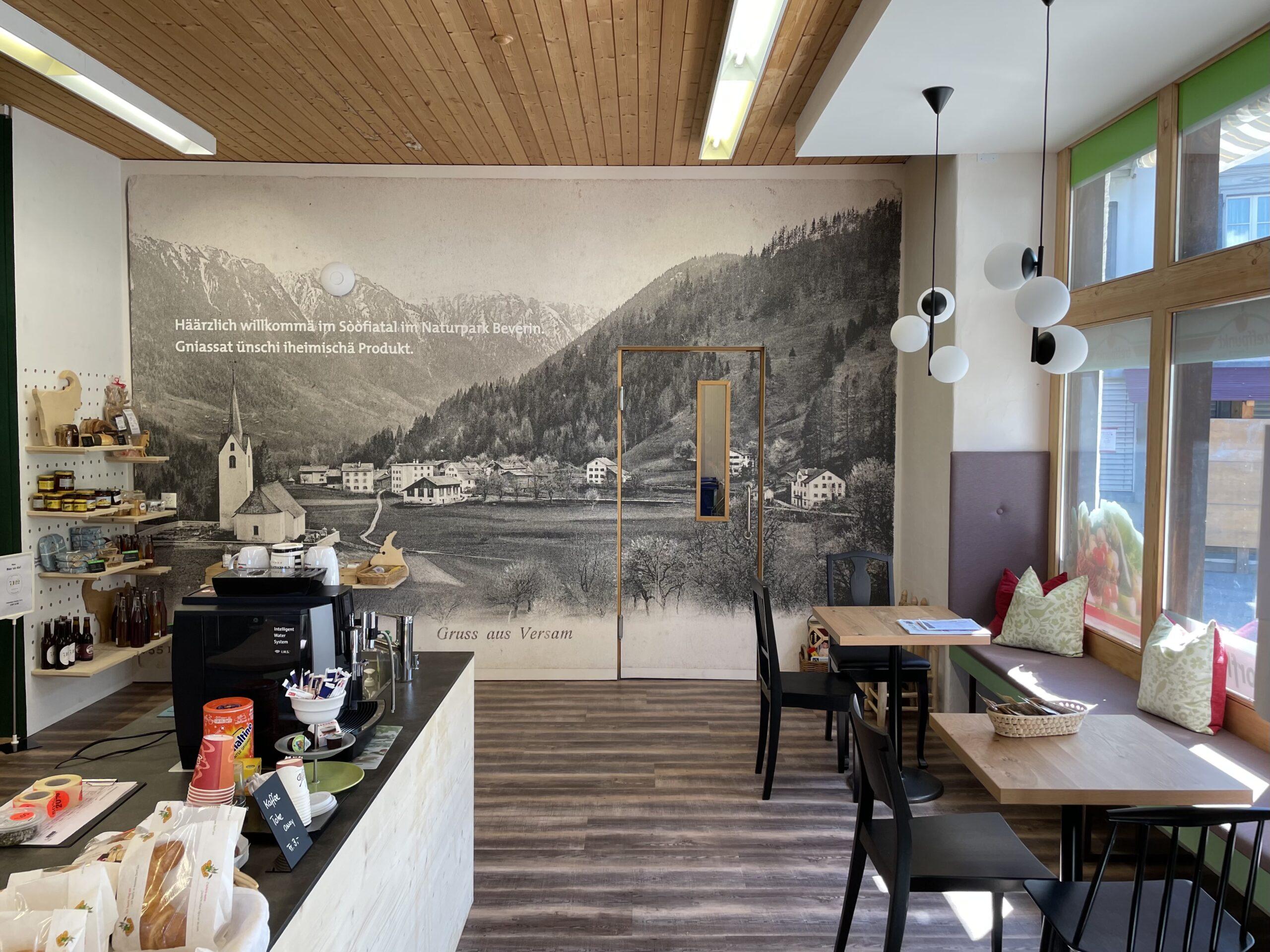 Neue Kaffee-Ecke im Dorfladen Versam eröffnet